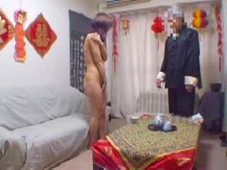 中国出身の怪しい男が「気功」をつかって素人娘にエロマッサージwww