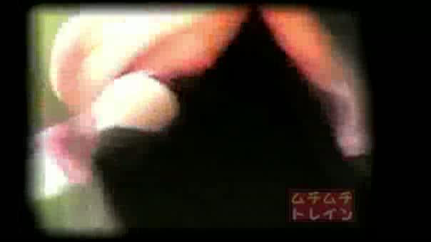 電車で対面に座ったギャルのデルタゾーン三角パンチラ盗撮!