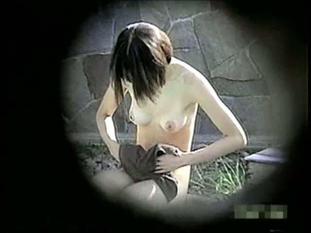 純白で細身美しい乳☆超最お高いモデルの裸体が露天風呂で秘密撮影に成功してしまった…